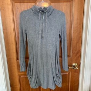 KENSIE gray soft dress with pockets and zipper. XS